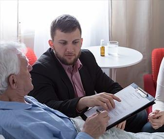 מינוי אפוטרופוס לחולה אלצהיימר. כך זה עובד|צוואה בכתב יד. מה אומר החוק?|